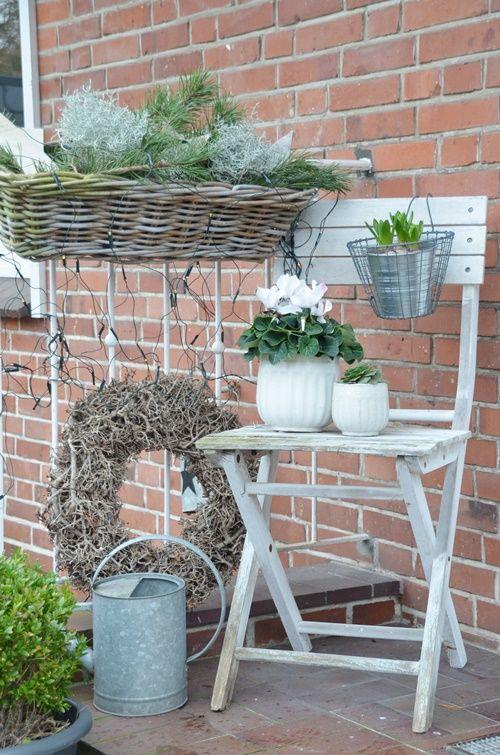 House no 43 weihnachtliche dekoration im vorgarten mit outdoorkissen von print kontor deko t r - Balkongarten anlegen ...