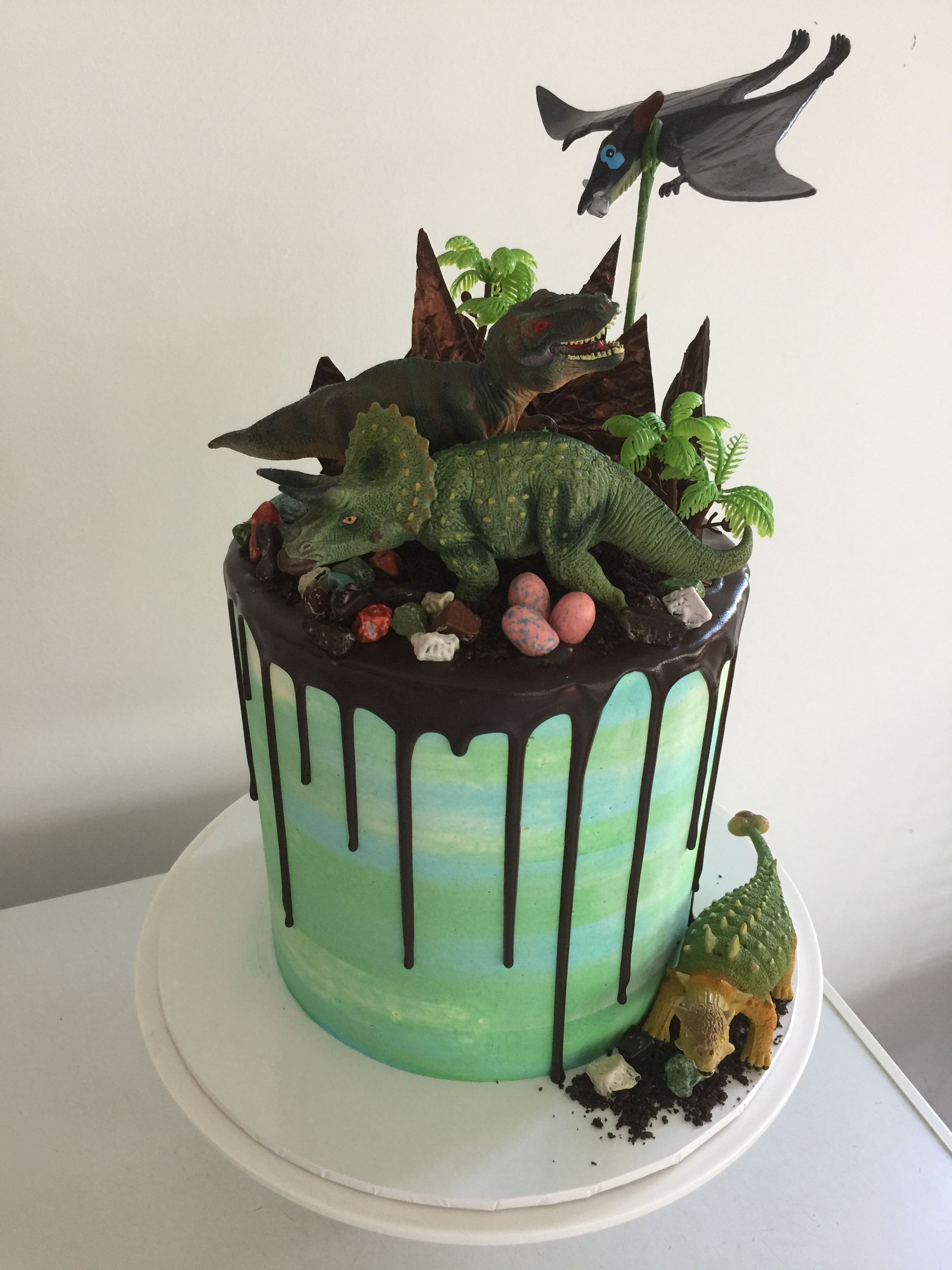 Dinosaur Drip Cake Gianna 4th Dinosaur Birthday In 2018