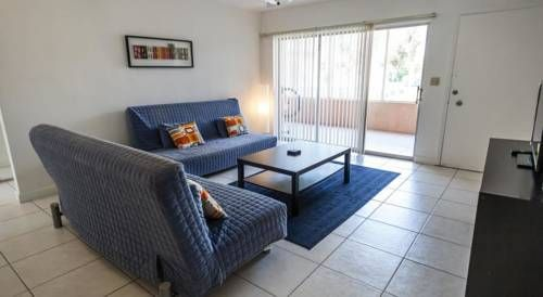 Beautiful Bay Harbor Apartment Bay Harbor Islands (Florida) Situated in Bay Harbor Islands, Beautiful Bay Harbor Apartment offers self-catering accommodation with free WiFi. Guests benefit from terrace. Free private parking is available on site.  The air-conditioned unit is fitted with a kitchen.