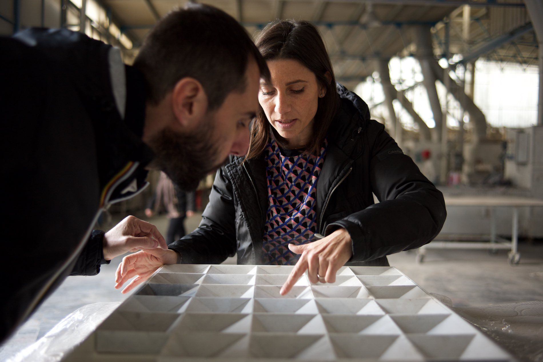 Collezione 10 de ALFA MARMI. Diez lavabos de piedra. Diez diseñadores. Un material: mármol. Hoy os presentamos Aquadra de Studio AAIDO MA #alfamarmi #arquitectura #diseño #marmol #baño #mármol #lavabos goo.gl/PJFBr4