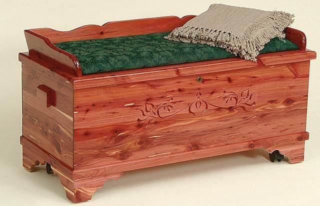Amish Brinkley 42 Cedar Hope Chest With Seat Rail Avec Images