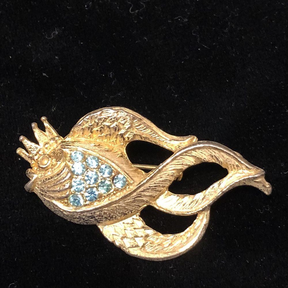 Vintage Goldfish Koi Fish Gold Tone Brooch Pin Blue