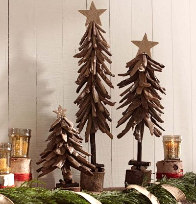 10 great natural driftwood christmas holiday decorations for Hanging driftwood christmas tree
