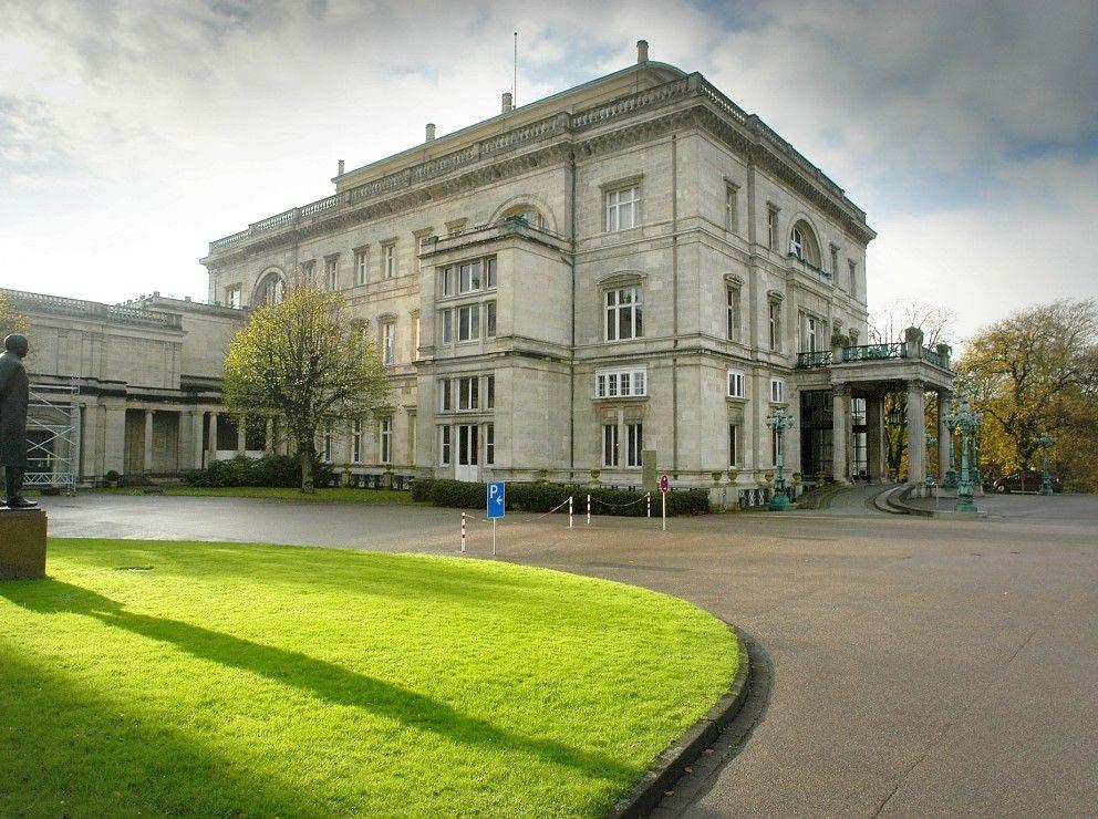 Villa Hügel früher und heute Mansions, House styles, House