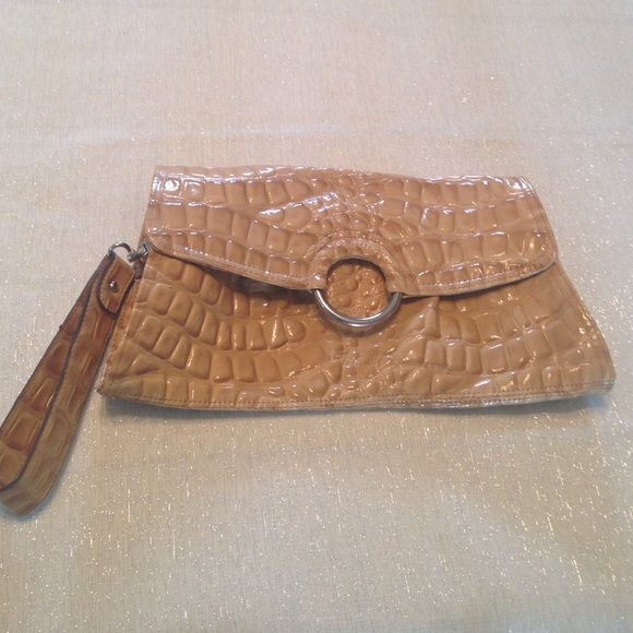 """✂️SALE! CAMEL COLOR CROC PRINT CLUTCH. ++++LOWEST PRICE, NO OFFERS ACCEPTED+++Camel/light tan colored, faux croc print clutch with detachable wrist strap.  Inside lined in a snakeskin print fabric, 1 zippered pocket & 1 open pockets inside. In great condition. Used 1x. Magnetic clasp. 13"""" length x 7"""" height.                Non-smoking home, no trades.                             040115. Lulu Townsend Bags"""