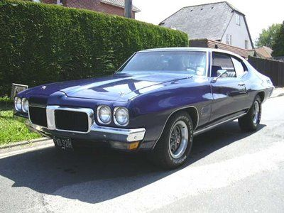 My First Car It Was My Mom S 1970 Pontiac Lemans Sport Mine Was Maroon With A Black Vinyl Top 350 Auto Sweet Car W Pontiac Lemans Sweet Cars Pontiac