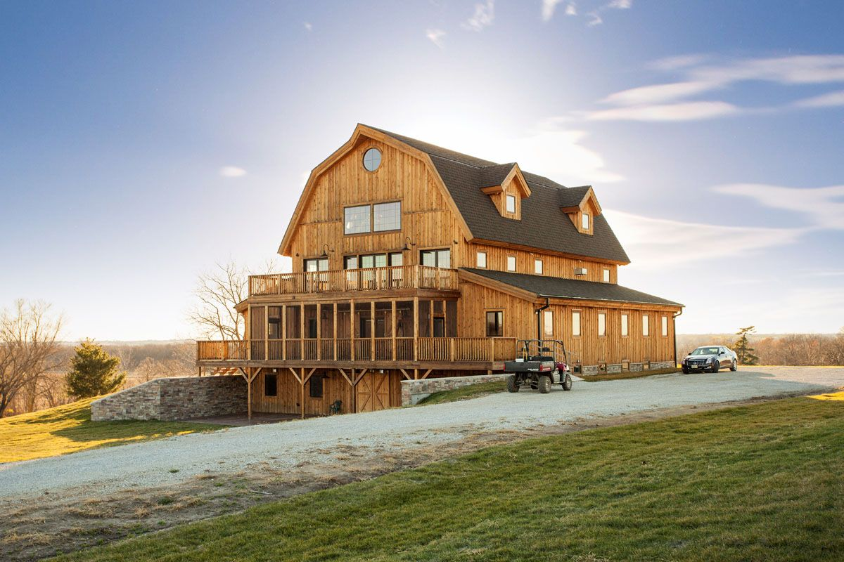 Majestic Great Plains Gambrel Barn Home 4 Stories Of Living Space Sand Creek Post Beam Gambrel Barn Barn Style House Barn House Plans