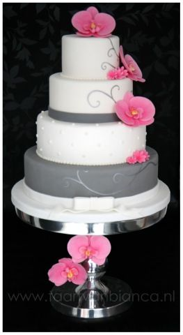 Simple and elegant! But with different flowers... and just two layers.