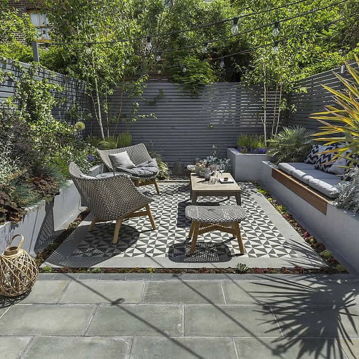Private small garden design garden inspiration for Pinterest small patio ideas