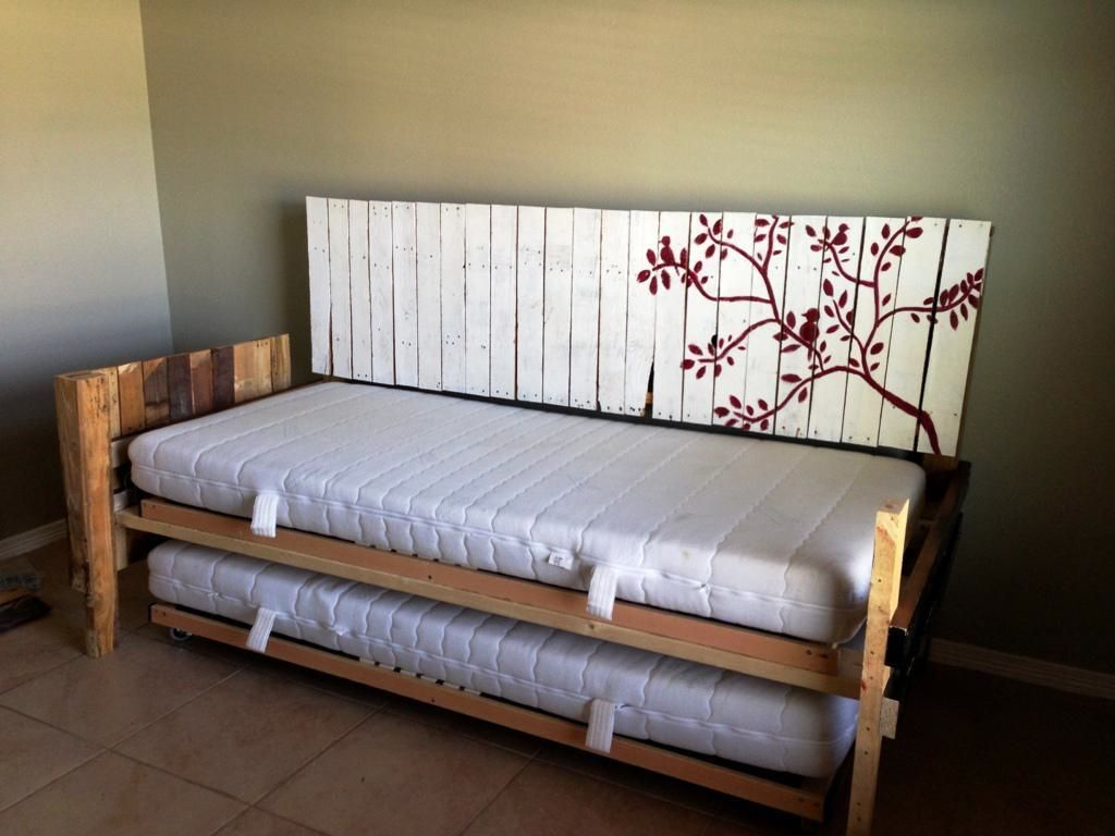 Build A Daybed Diy Daybed Creating Nice And Pretty Daybed Room Decor Enhancement Daybed Building Plans Daybed With Trun Diy Daybed Diy Mattress Couch Diy Couch