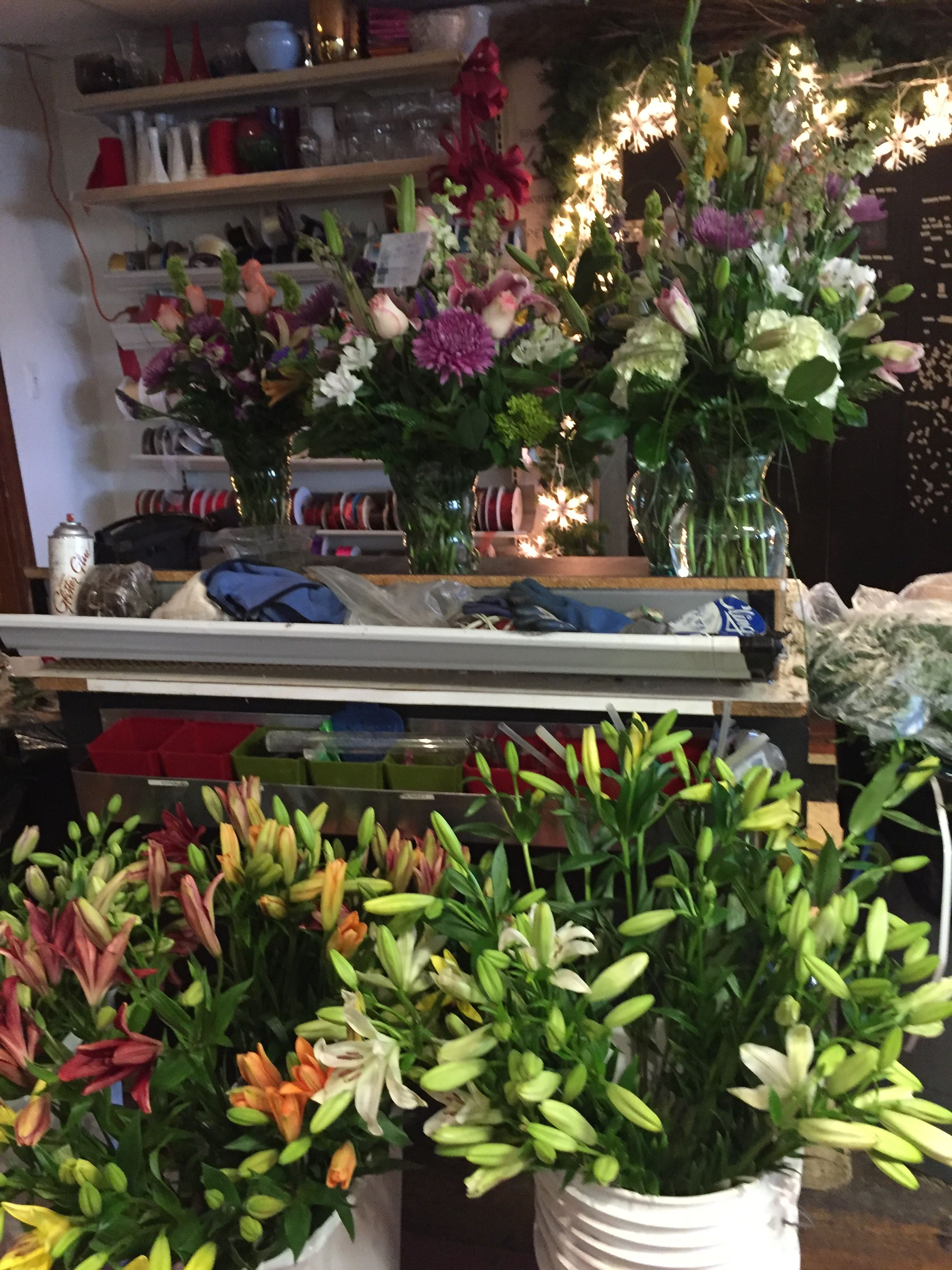 Pin By Sandy Springs Flowers On Mothers Day Flower Arrangements
