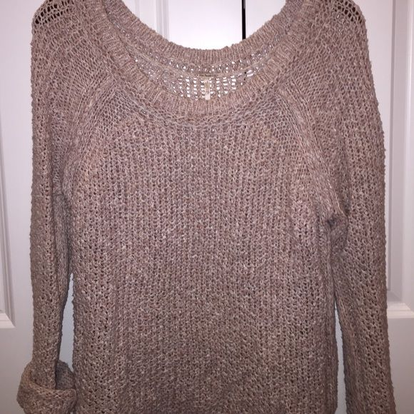 Free People Sweater Beige slouchy sweater from Free People in size medium. Free People Sweaters