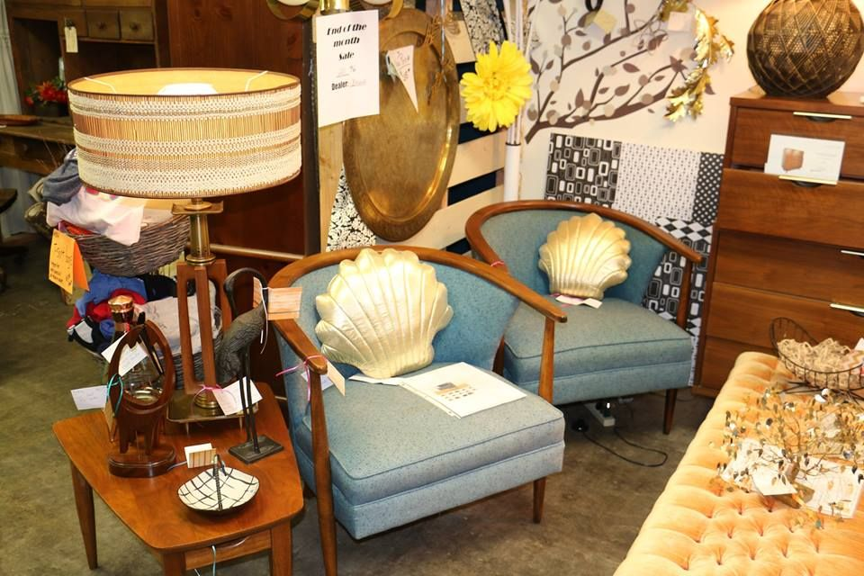 Decades Revisited: A Vintage Mall Contains 9000 Square Feet Of Unique  Vintage Finds. From