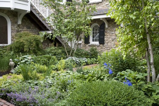 lakefront propery > residential garden > HOERR SCHAUDT landscape architects