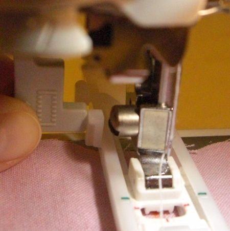 comment coudre une boutonni re automatique avec la machine coudre brother nv50 couture. Black Bedroom Furniture Sets. Home Design Ideas