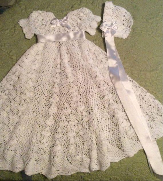 Un bautizo vestido y gorro bebé patrón de ganchillo para el ...