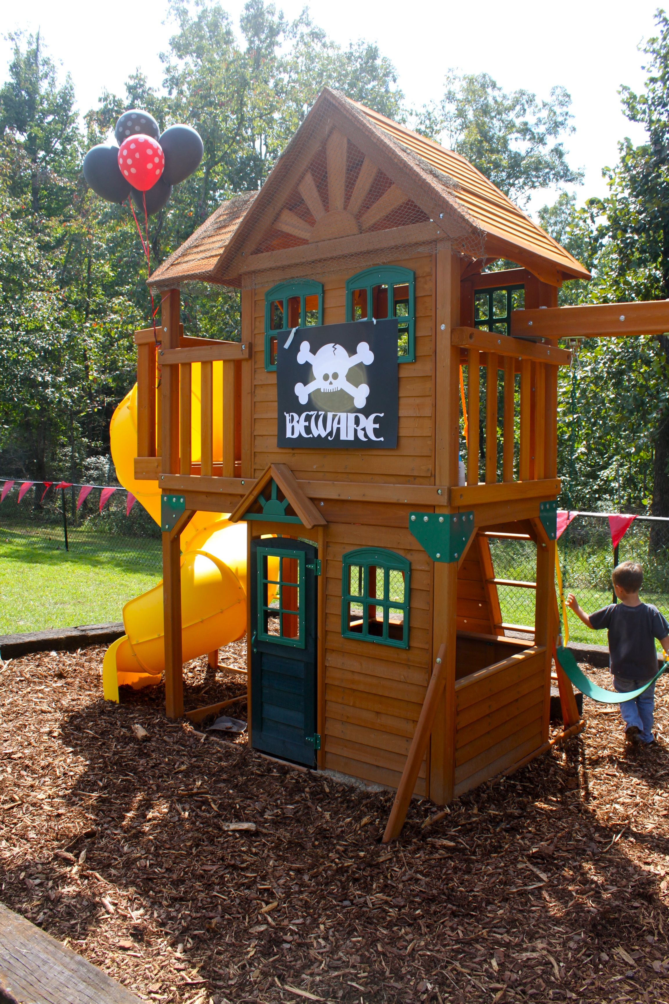Decorate our outdoor playset chickerson and wickewa for Small backyard ideas for kids