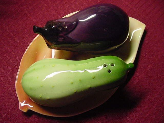 VTG 3 piece Ceramic Eggplant & Squash Salt & Pepper Shaker Set w Leaf Tray Japan
