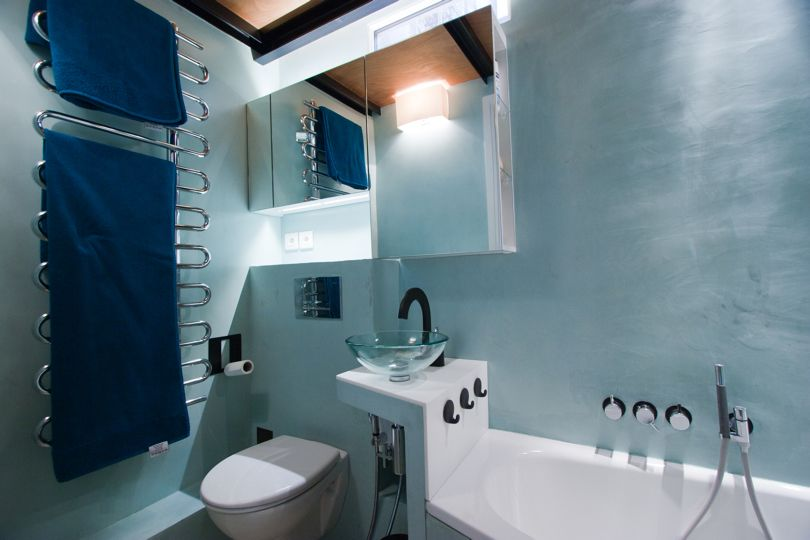 Sale De Bain Bleu Petrole Blue Bathroom Idees Salle De Bain Salle De Bain Bleu Salle De Bains Beton Cire