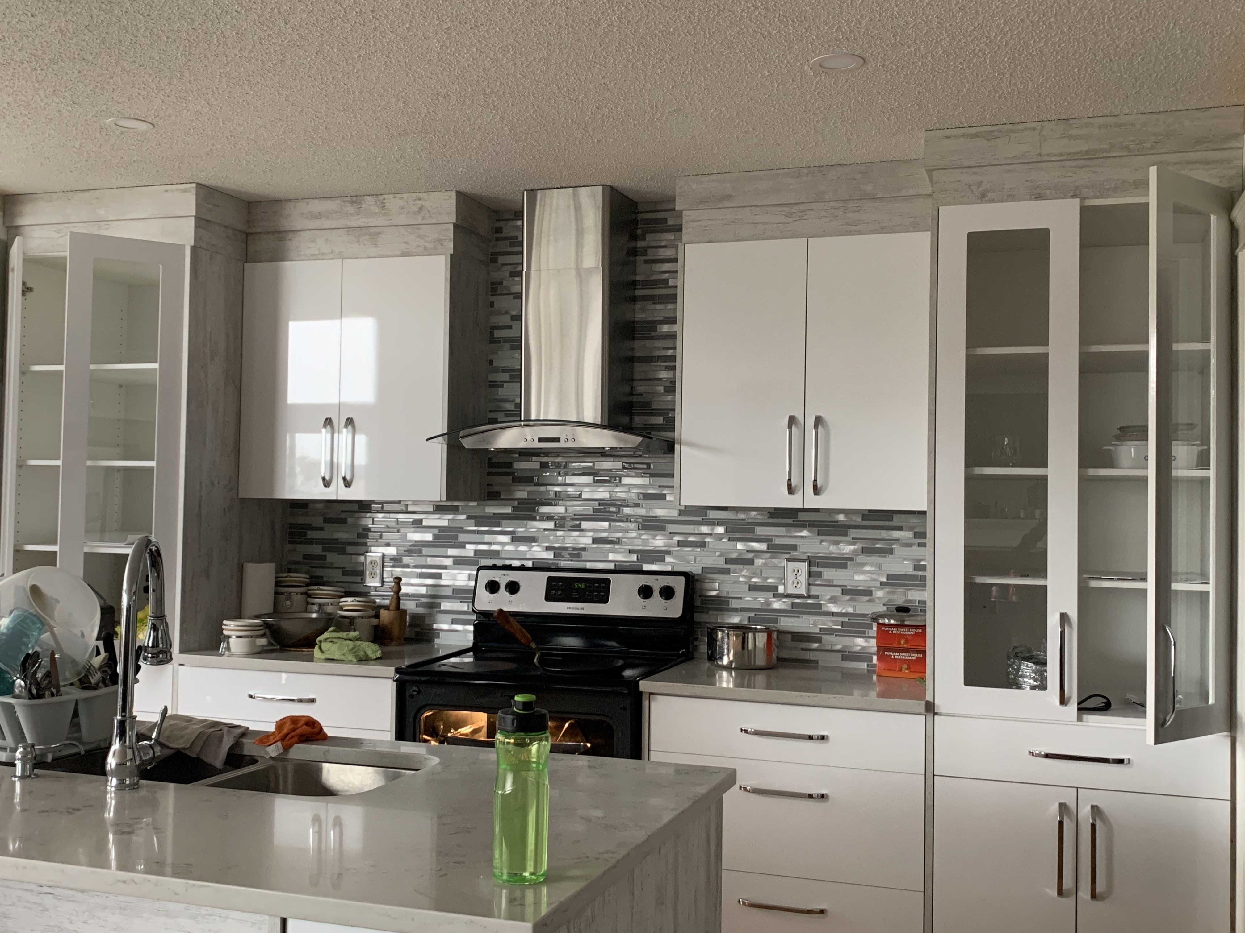 Kitchen Cabinet Design Calgary In 2020 Kitchen Cabinet Design Kitchen Craft Cabinets Kitchen Cabinets