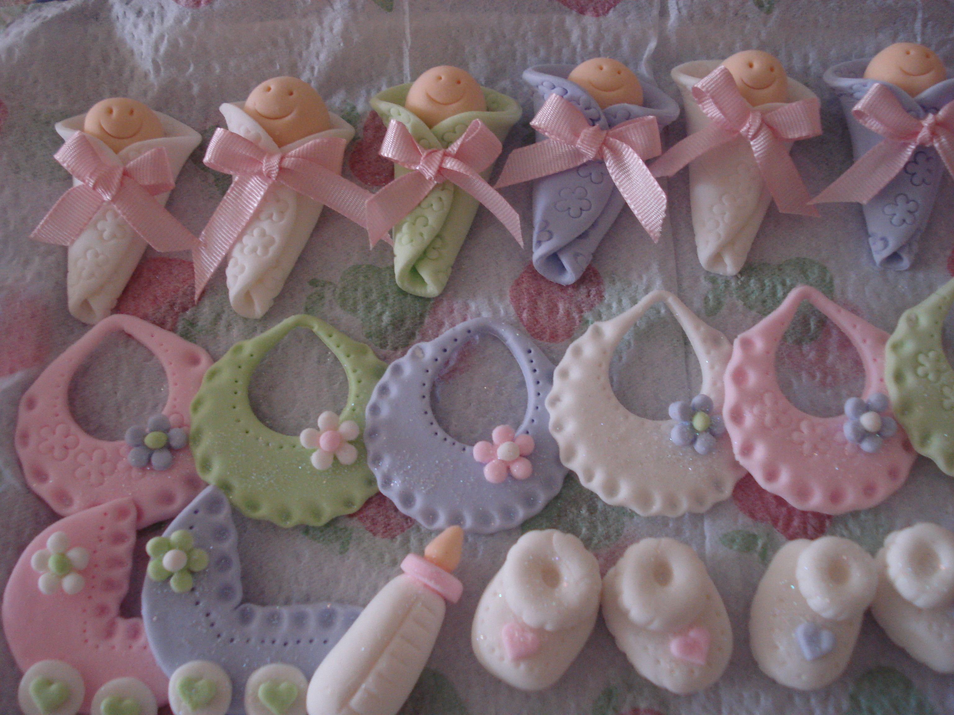 Cupcakes lindos bebes baberos y coches en masa el stica for Coches para bebes