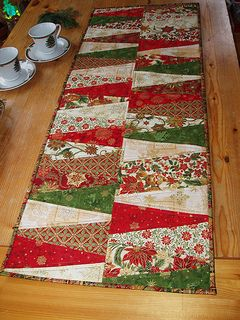 Christmas Table Runner Quilt.Talk About Wonderfully Easy Christmas Table Runner Xmas