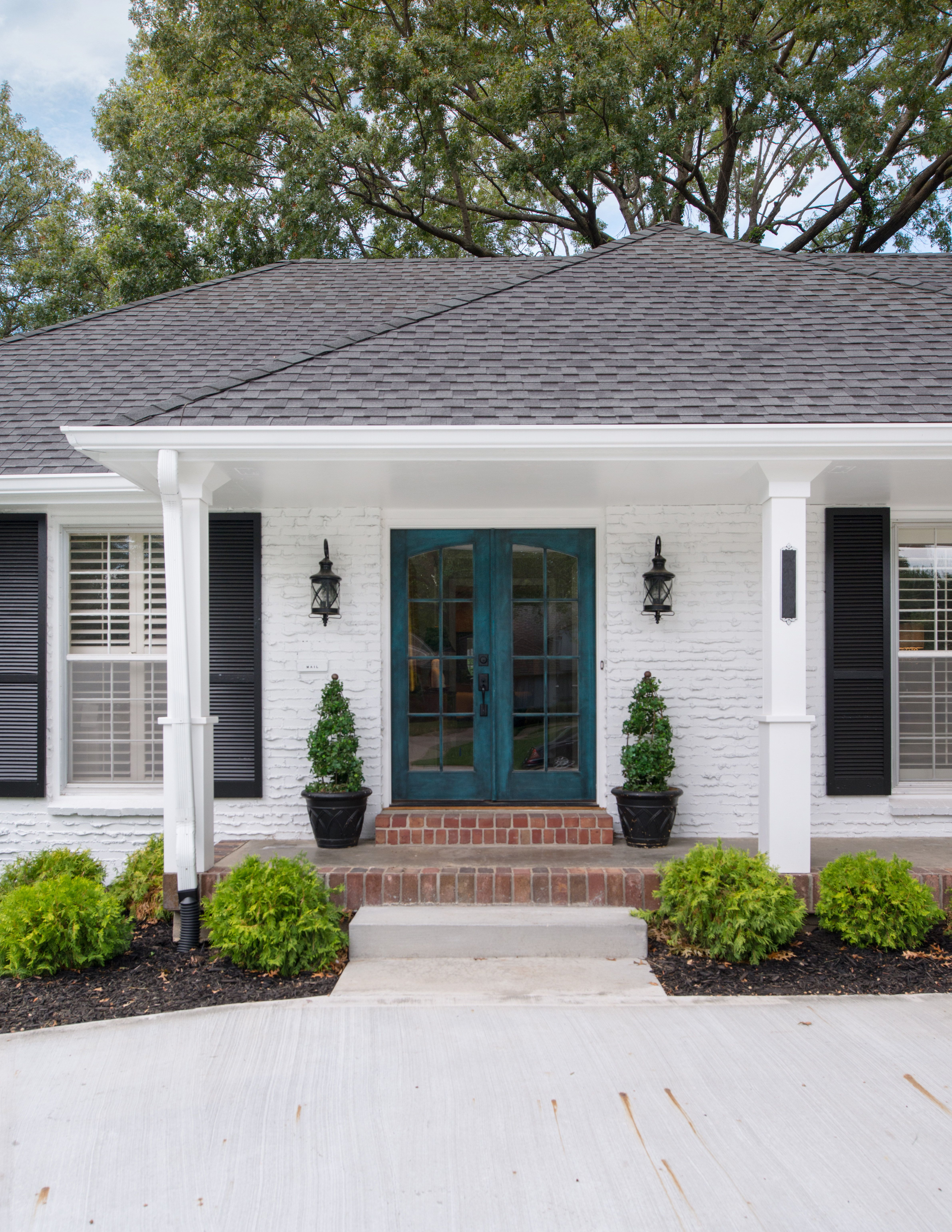 Best White Brick Exterior With Black Shutters And Double Door 400 x 300
