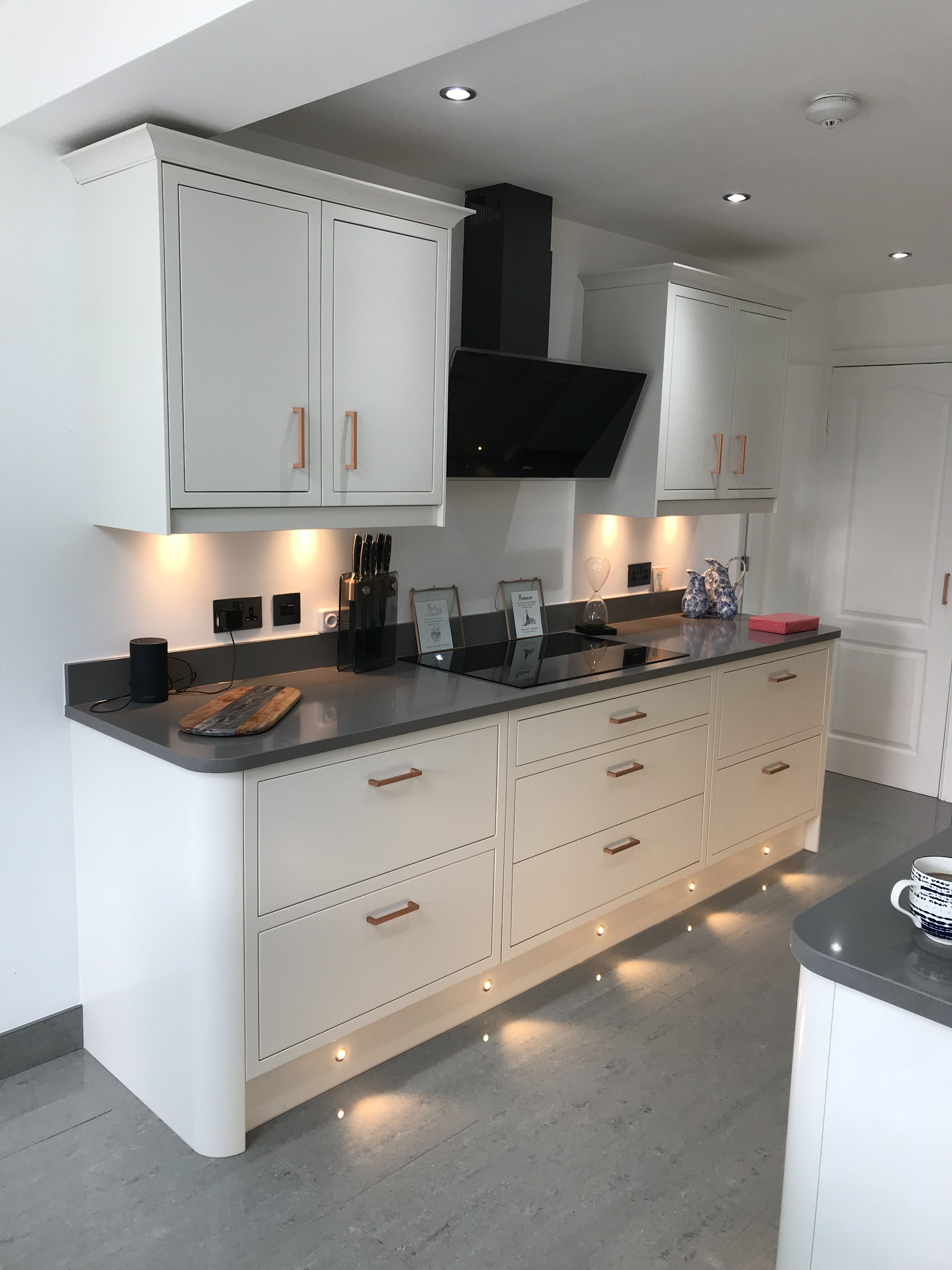 Newbury White true framed kitchen. Concrete Grey Quartz