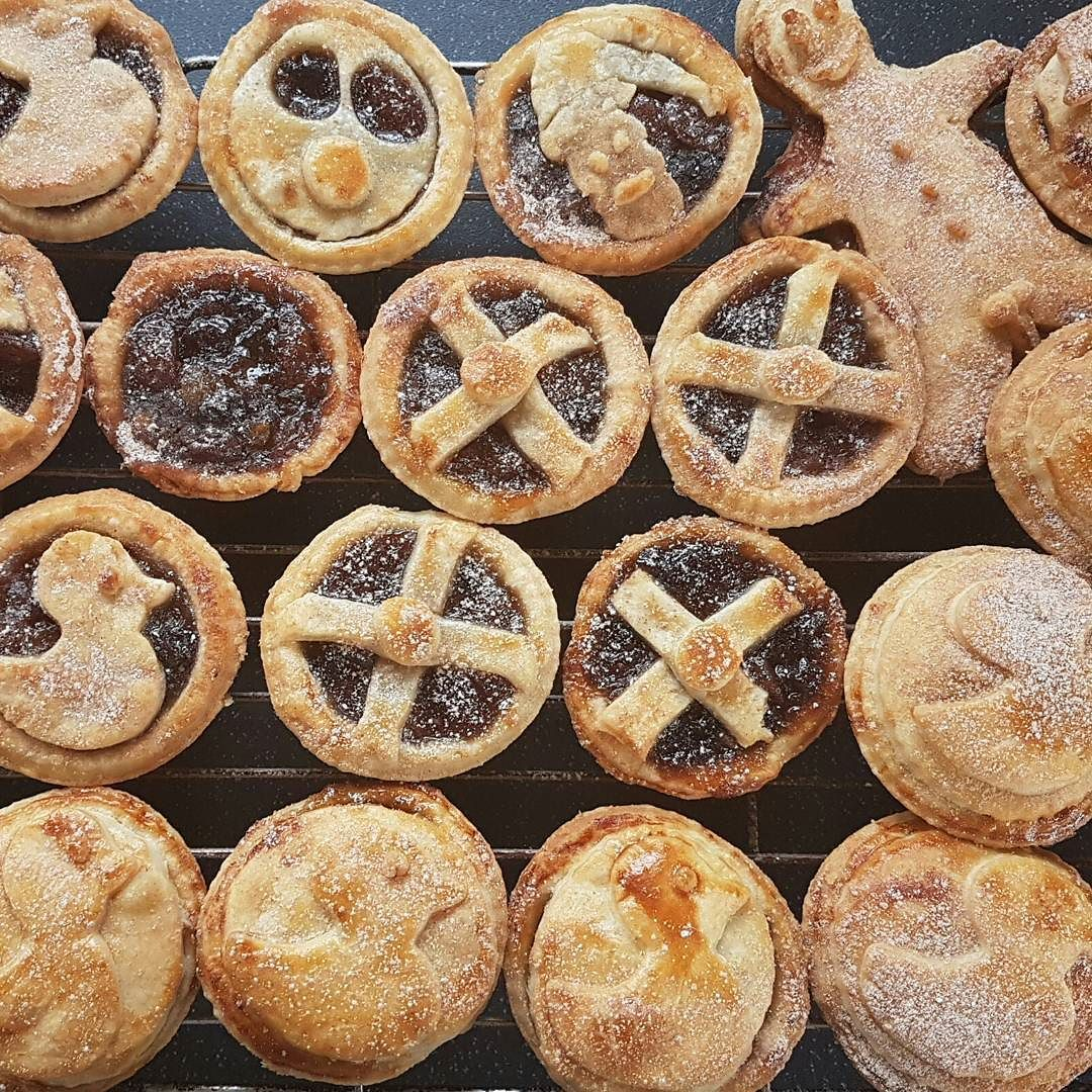The obligatory random mince pies are out. Who can spot the rude one?  #mincepie #spottherudeone #playsmartlivewell #christmascheer