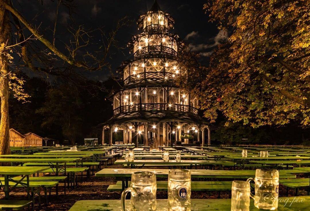Chinesischer Turm Bei Nacht Chinesischerturm Munchen Englischer Garten Biergarten Nacht Munich Englischergarten Garden Night Germany Bier Nature