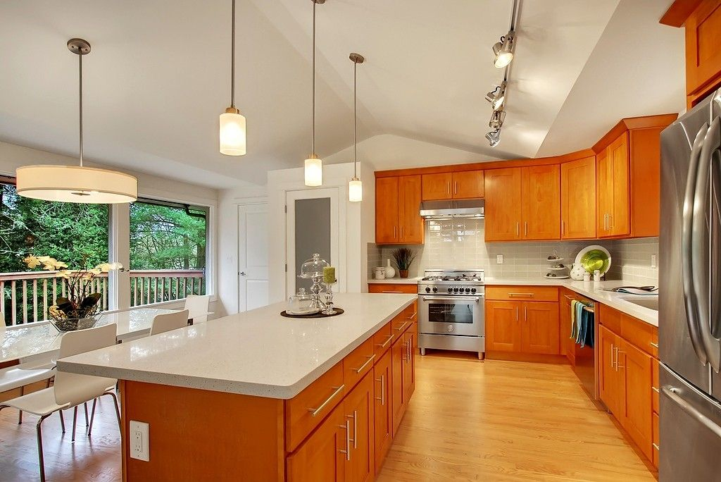 Honey Shaker (Parawood) - Pius Kitchen & Bath | Honey oak ... on What Color Granite Goes With Honey Maple Cabinets  id=97580