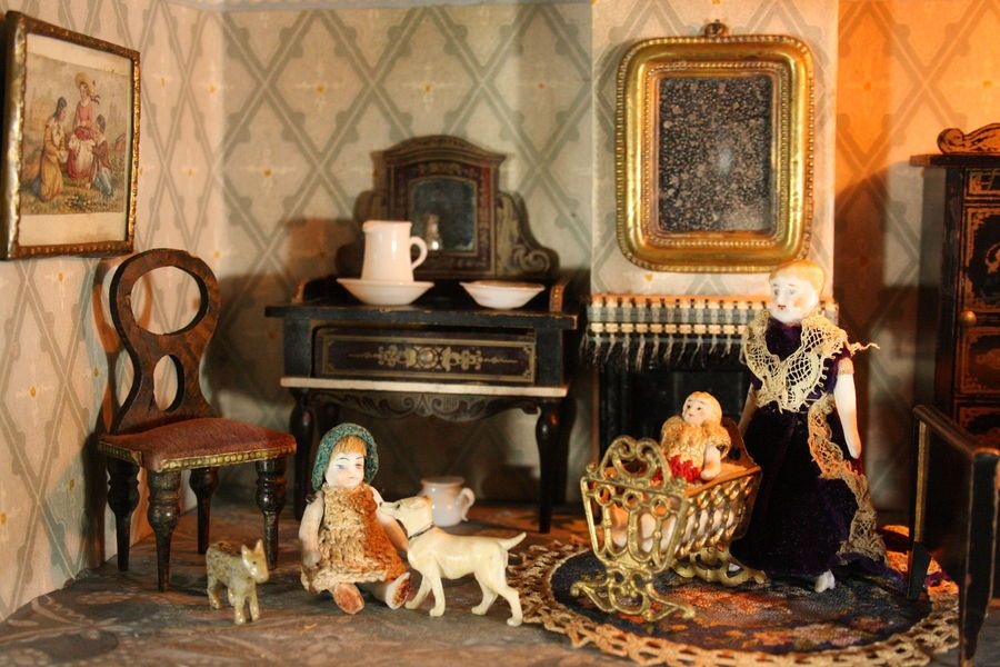 Antique Dolls House Furniture / German Wooden Dollhouse Furnishings with  Lithographed Paper Designs - Ref - Antique Silber & Fleming Box-Back Dolls House, Fully Furnished