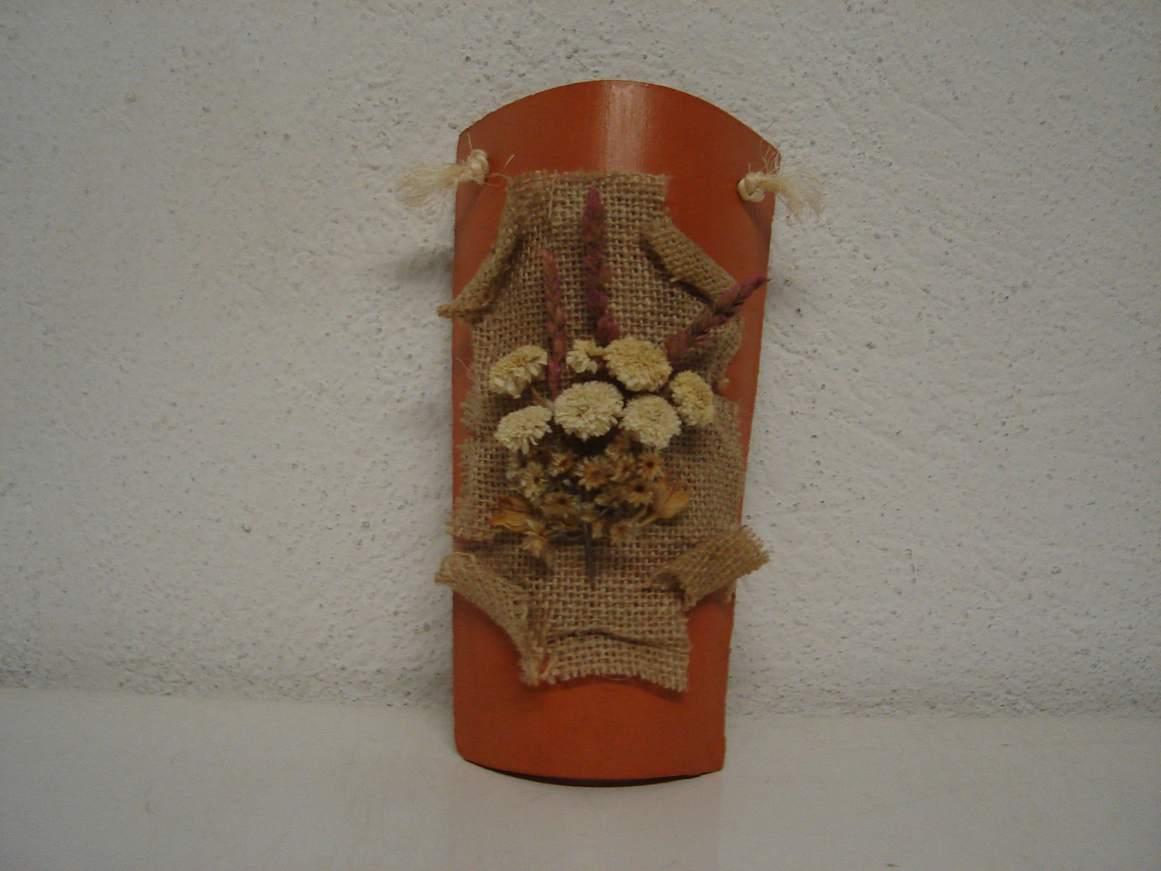 Enlace decorar teja con flores secas ideas pinterest - Decorar tejas en relieve ...