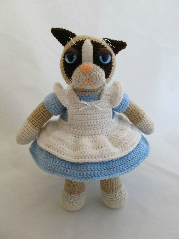 Amigurumi Reddit : Grumpy Cat in Alice Dress by ScuzzBunny via Reddit - She ...