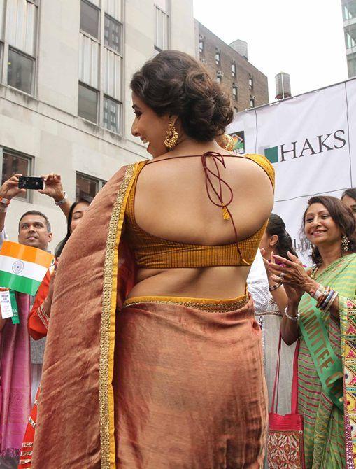 Vidya In Backless Blouse At Nyc Parade  Vidya Balan Hot -4670