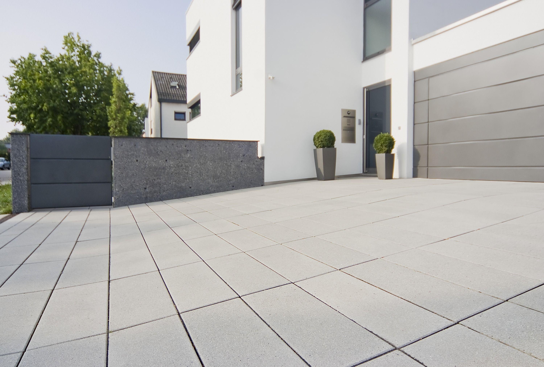 Einfahrt Gepflastert Mit Modernen Hellen Steinen Von Godelmann