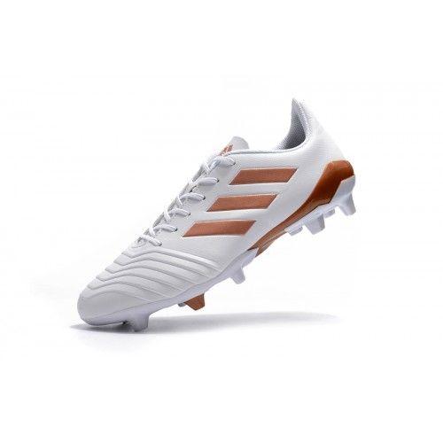 size 40 6e92e da95b Adidas Classic - Koupit Fotbalové Kopačky 2018 Adidas Predator 18.4 FxG  Bílý Zlato Online