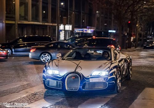 Car Information Bugatti Veyron Supercar On The Streets Of Paris Ceramics