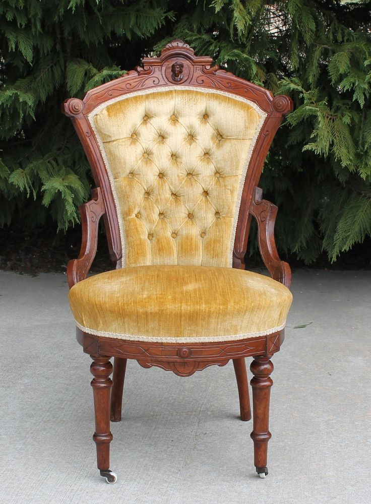 Victorian Walnut Jelliff Style Head Parlor Side Chair Gold