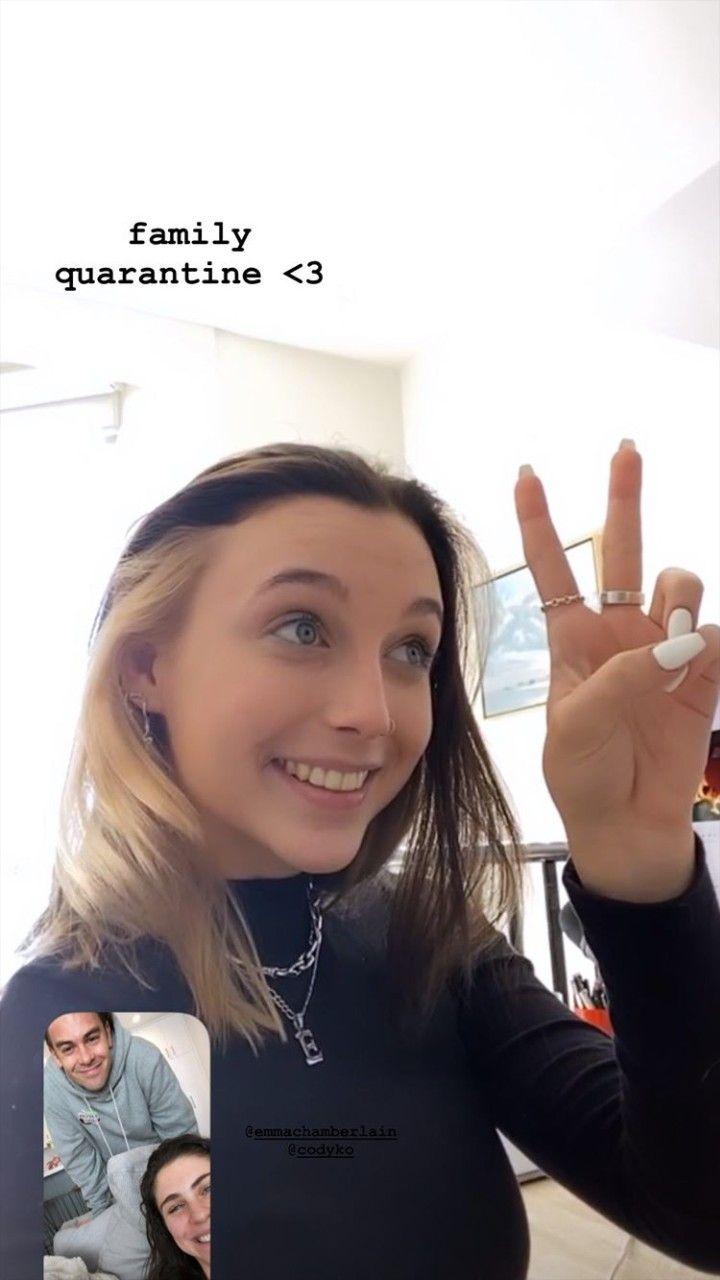 Pin By Chiara On Emma Chamberlain In 2020 Blonde Underneath Aesthetic Hair Hair Color Streaks