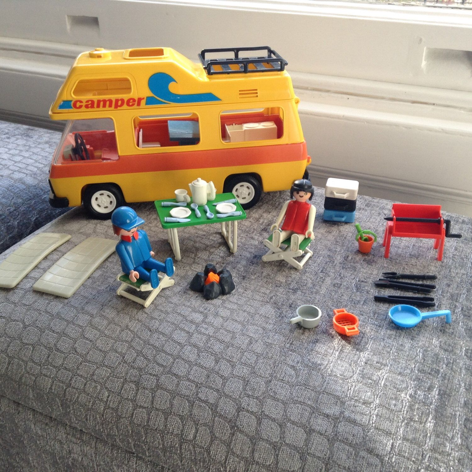 Vintage playmobil camper set with two figures and lots of for Autocaravana playmobil