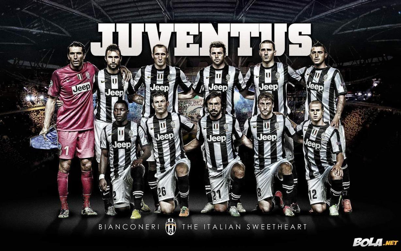 Juventus Team Squad 2013 2014 Wallpaper Hd Juventus Sepak Bola Jeep