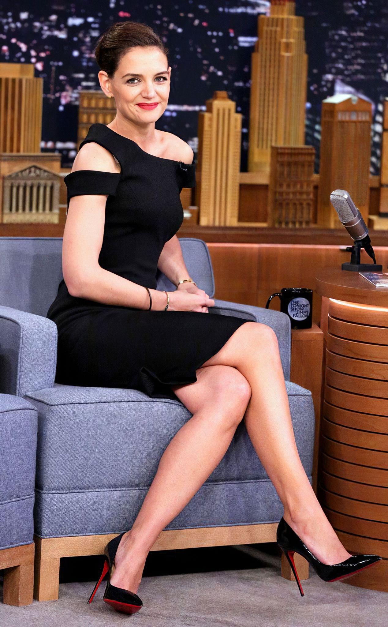 Katie Holmes   Katie holmes, Gorgeous black dress, Katie ...