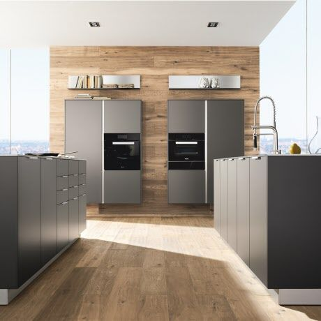 Formschöne minimalistische küche mit aluminium griffleisten