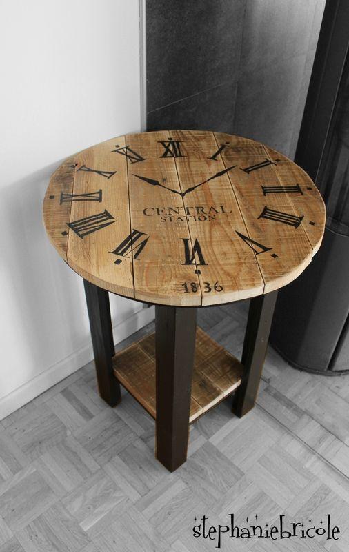 diy r cup palette un gu ridon relook motif horloge industrielle madera mesas y escritorios. Black Bedroom Furniture Sets. Home Design Ideas