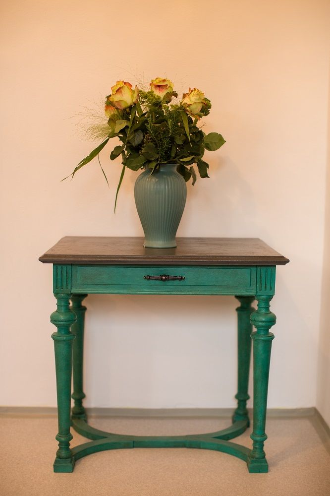 Chalk Paint decorative paint by Annie Sloan - Florence with dark wax