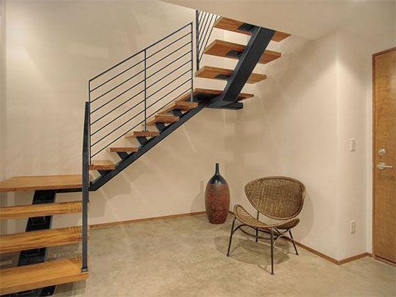 Escalera compensada con peldaos de madera y estructura - Estructura caracol ...