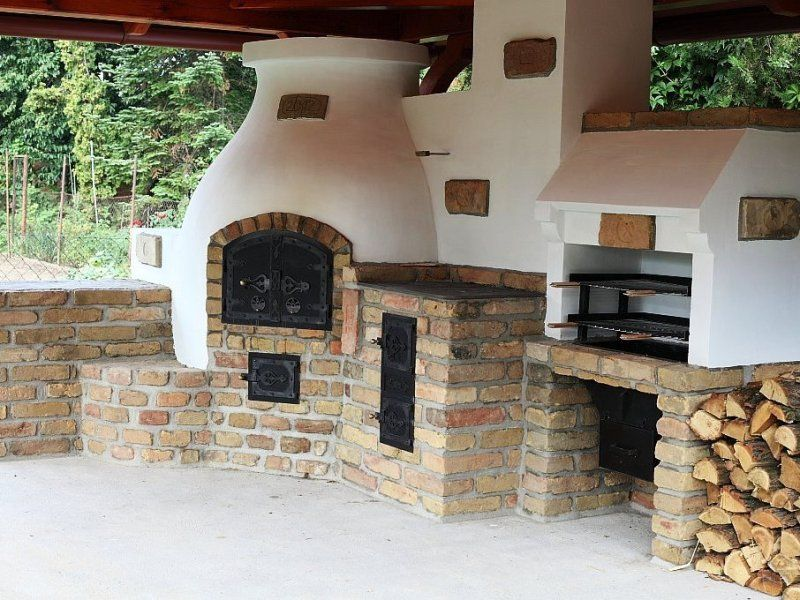 compact outdoor kitchen with bbq pizza oven and