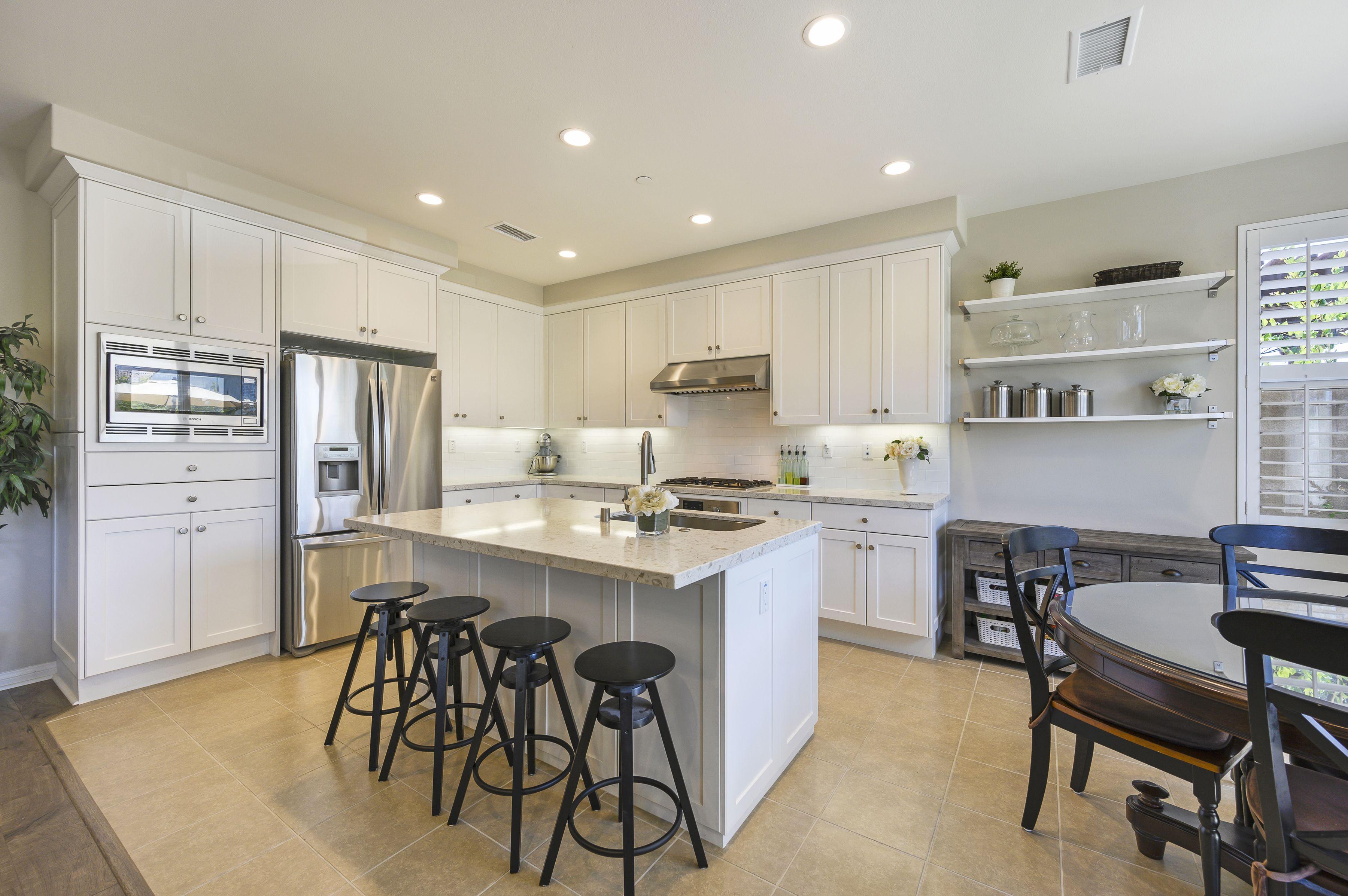 143 Full Sun Irvine White Shaker Cabinets Cool Kitchens Dream Kitchen