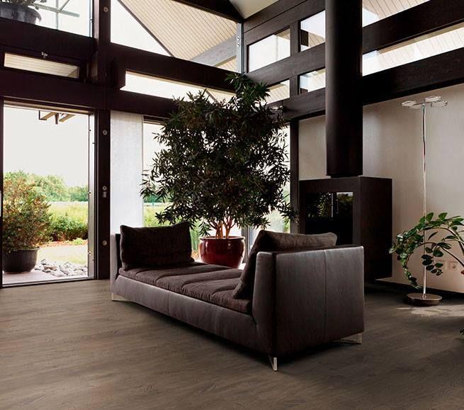 Parkett Im Wohnzimmer U2013 Dunkle Echtholz Dielen Von Woodline Parquetry.  #parkett #landhausdielen #